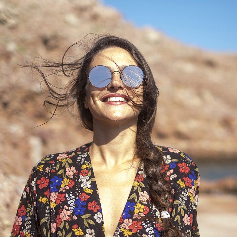 f43afedb0b880 Ellas son las gafas de espíritu viajero. Los modelos irresistibles de  Sunday Somewhere